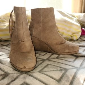 USED Toms Wedge Booties
